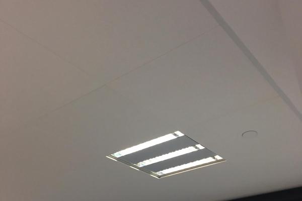 plafonds-laine-de-verre-super-u-betignolles-sur-mer-ecophon-focus-ds-600x600-holding-pichaud-vinet370E1140-ACD4-1C13-0E96-B3A3D9E94C51.jpg