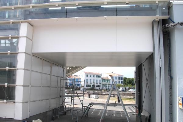 plafonds-aluminium-gare-maritime-ile-d-yeu-luxalon-150-c-holding-pichaud-vinet6DD9624C-50C6-C5F2-501A-DC59D66ECFD9.jpg