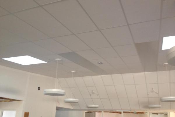 plafonds-laine-de-roche-bibliotheque-venansault-holding-pichaud-vinet93880C10-A9F3-2A1C-133B-5EFD78BDCE3C.jpg