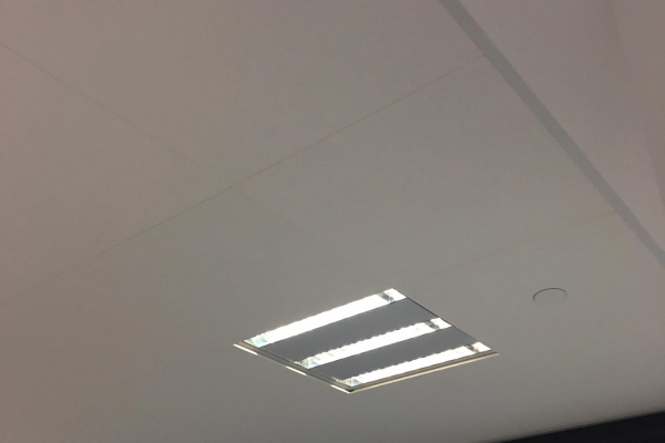 plafonds-laine-de-verre-super-u-betignolles-sur-mer-ecophon-focus-ds-600x600-holding-pichaud-vinetAFE3A40D-765B-0592-9D77-23C7EC471C24.jpg