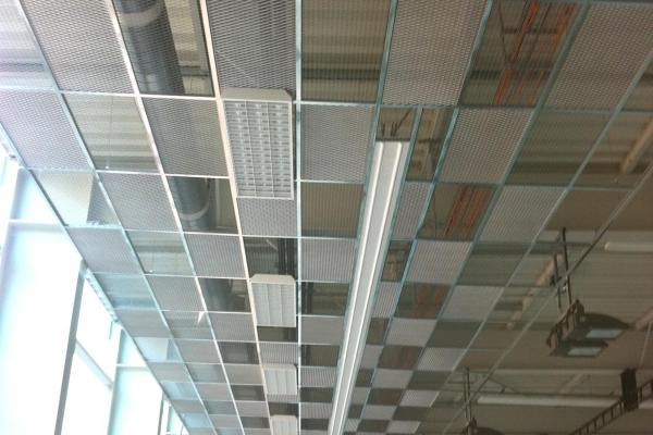 plafonds-metal-deploye-vendespace-holding-pichaud-vinet4FD86879-691D-21B5-E642-4FC4B0758745.jpg